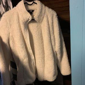 Hi everyone I am selling a white fleece jacket
